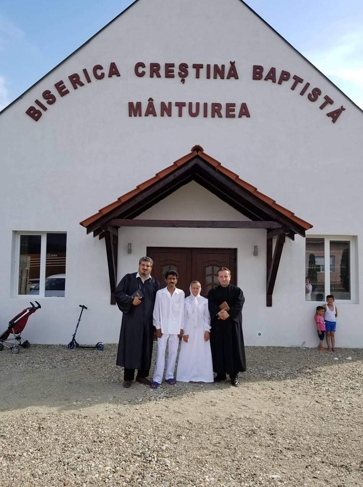 [FOTO] Primul botez in cladirea Bisericii Baptiste Mantuirea din Maguri