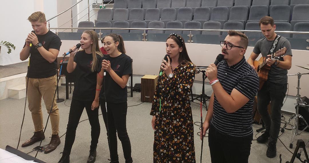 Întrunirea tinerilor la Biserica Emanuel