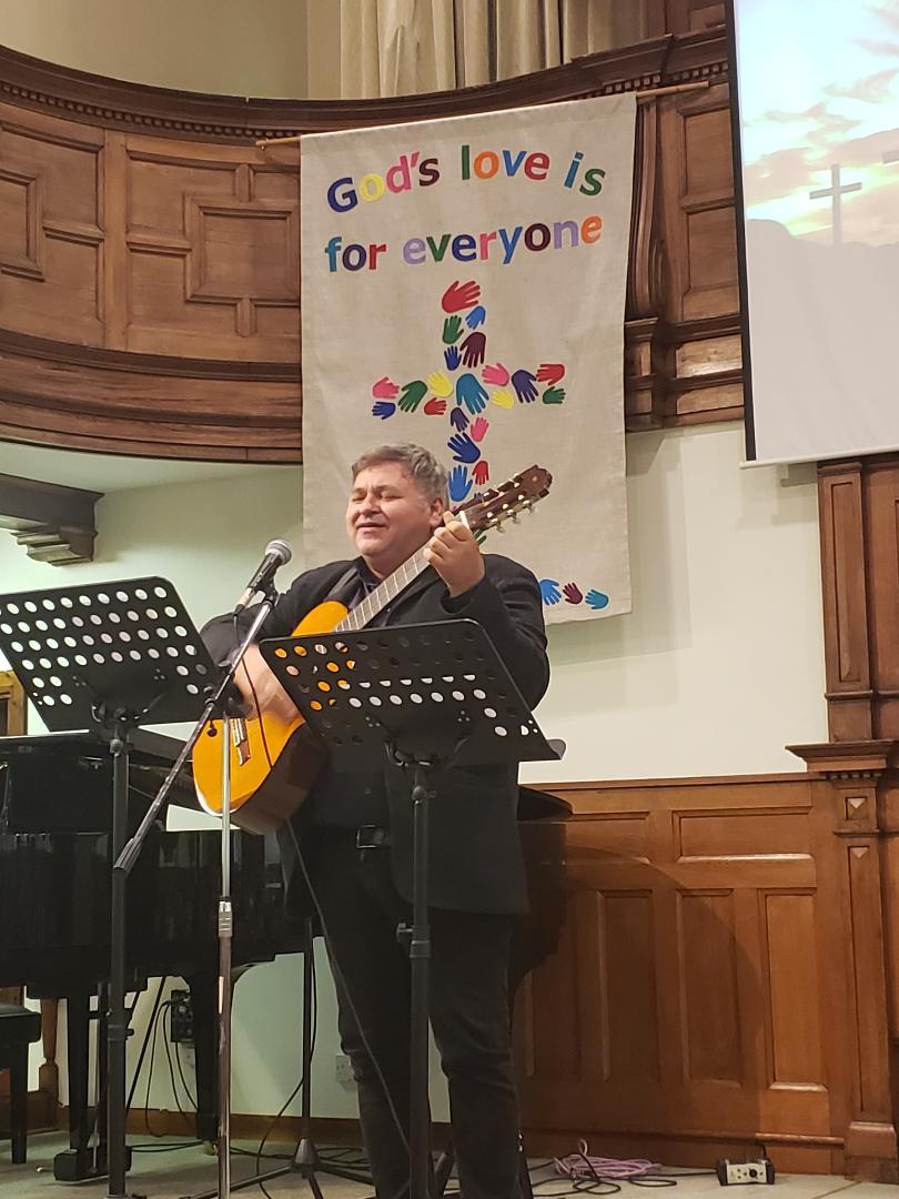 Baptiştii români din High Wycombe au sărbătorit cinci ani de existență